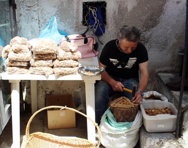 artigiano al lavoro - Monte Sant'Angelo