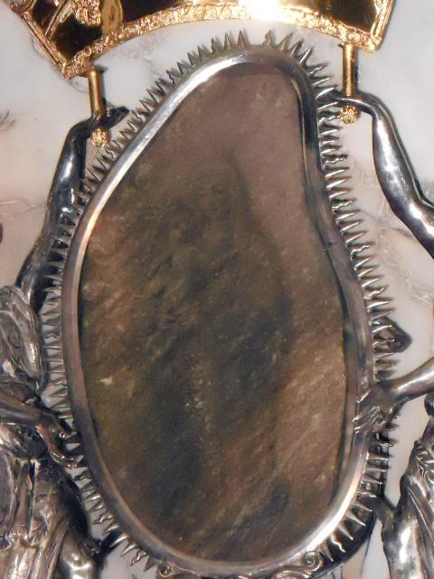 Pietra con l'immagine della Madonna, simbolo del santuario