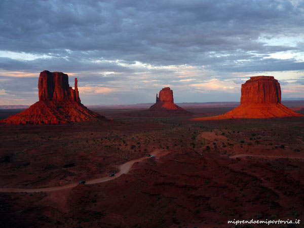 tramonto sulla Monument Valley