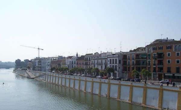 Sevilla_Sul ponte isabella II Per andare a Triana