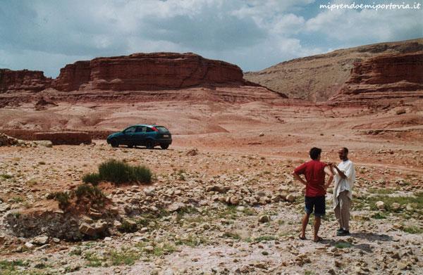 Affittare una macchina in Marocco contrattando come una berbera