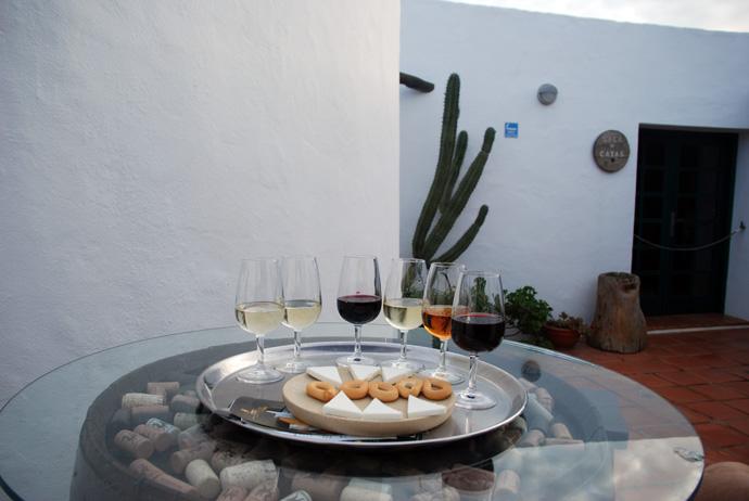 Bodegas Rubicon: degustazioni ad un euro, possibilità di visitare in autonomia la barricaia e la vecchia cantina.  Il nostro vino preferito: Malvasia semi dolce  Contatti:bodegasrubicon.com