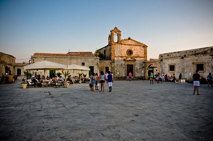 Ode a Marzamemi l'imperdibile perla della Sicilia