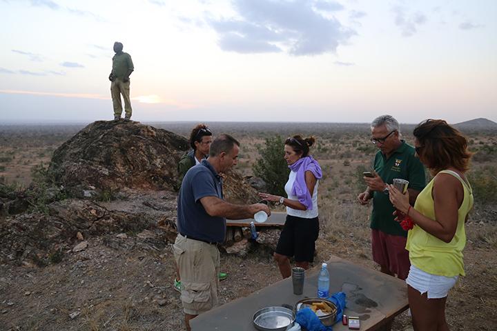 safari in Kenya aperitivo al tramonto