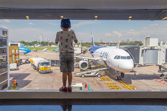 in aeroporto con i bambini