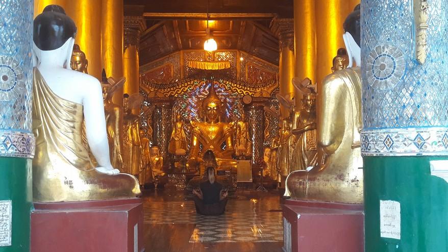 Pagoda Shwedagon interno