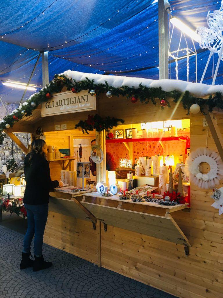 le casette degli artigiani del mercatino di Natale