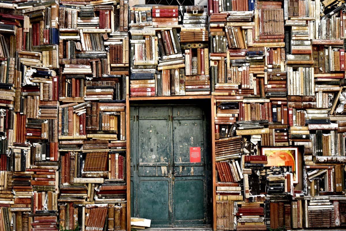parete libri pesaro